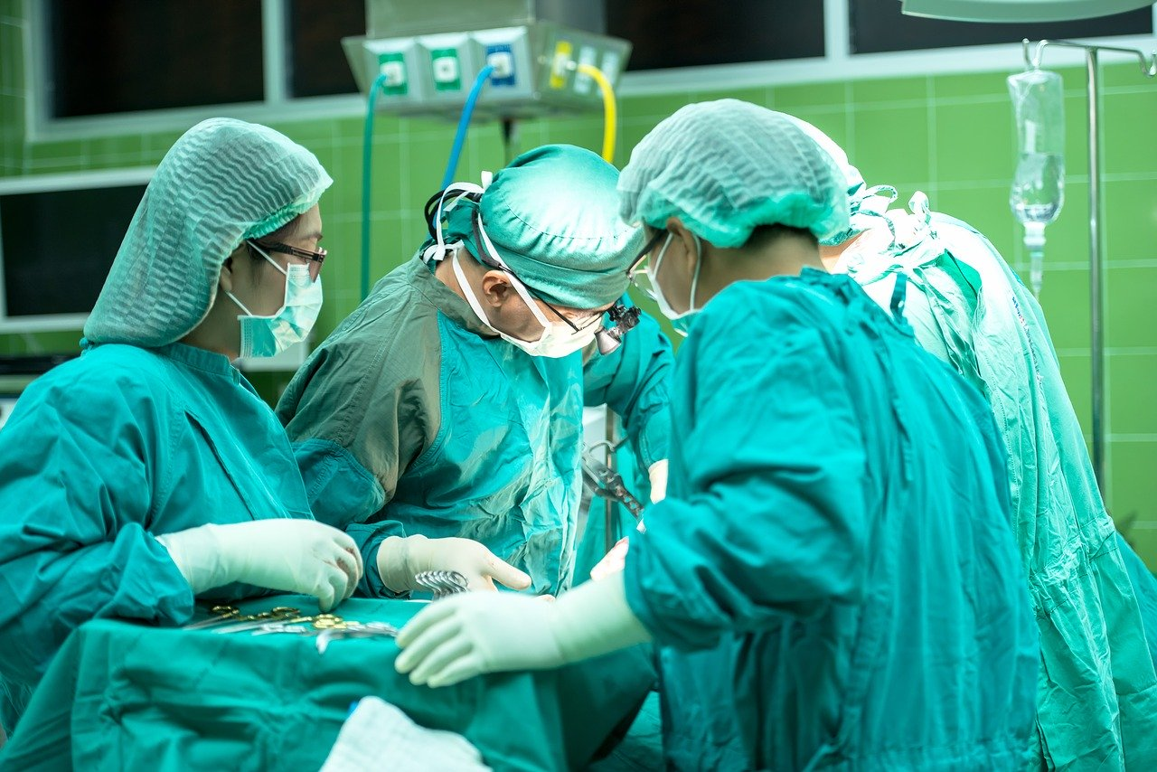 surgery-1822458_1280
