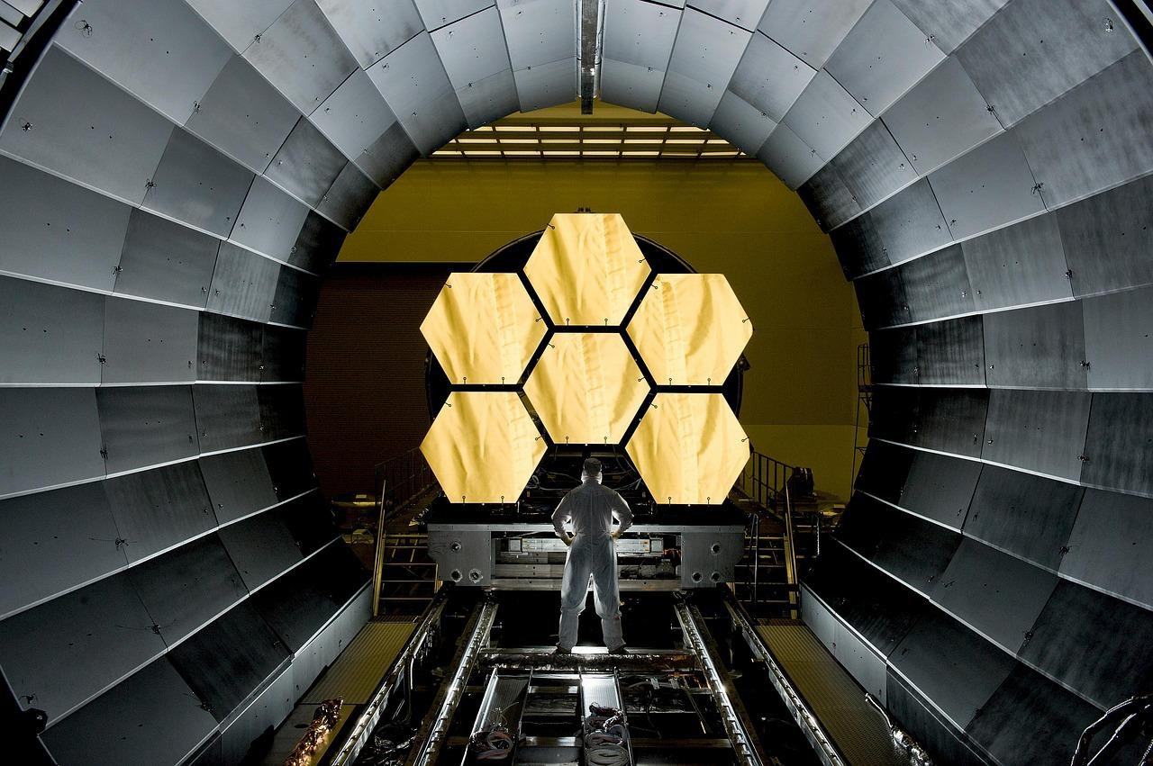 space-telescope-532989_1280